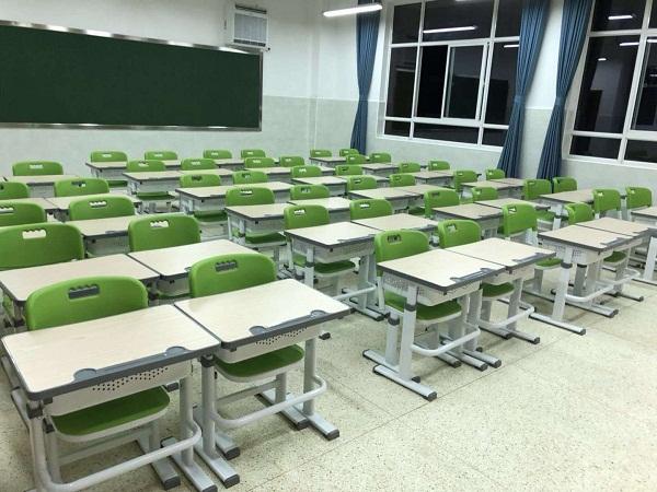 学校学生课桌椅