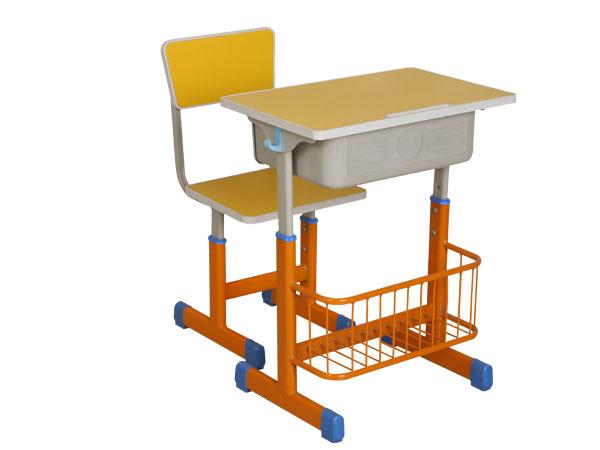 升降式学习桌椅