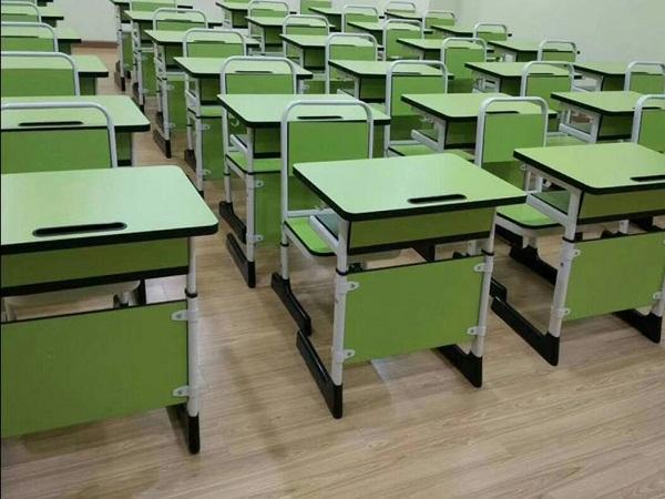 河南平顶山录播教室课桌椅案例