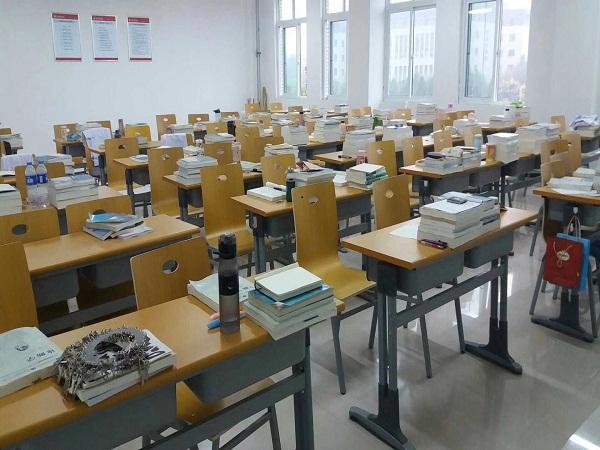 青海大学教室课桌椅案例