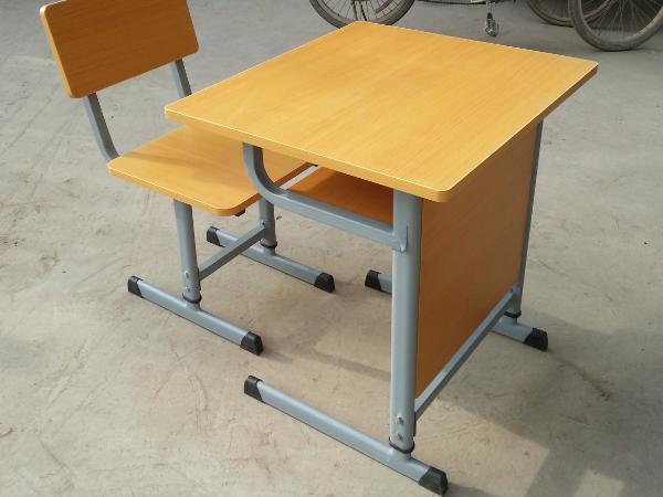 单人板式挡板课桌椅